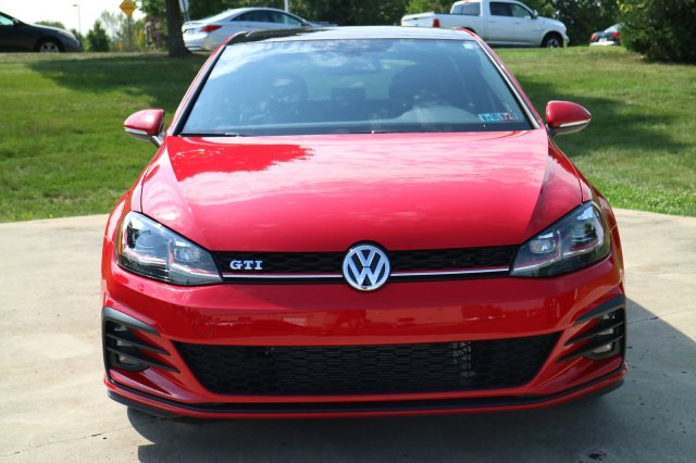 Certified Pre-Owned 2018 Volkswagen Golf GTI SE FWD Hatchback