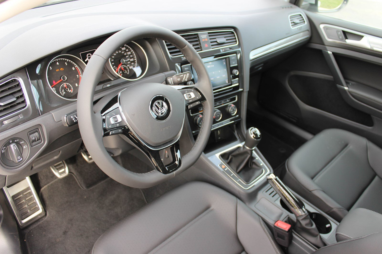 New 2019 Volkswagen Golf Alltrack S